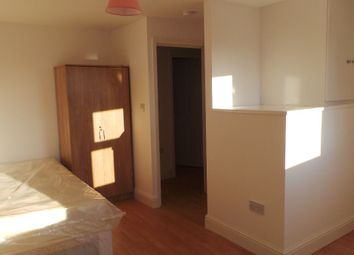 Thumbnail 5 bed shared accommodation to rent in Kingsland Road, London