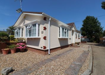 Pooles Lane, Hullbridge, Hockley SS5. 2 bed bungalow