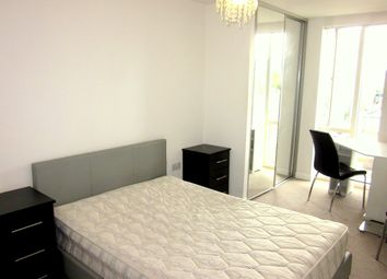 Room to rent in 153 Cordelia Street, Poplar, London E14,