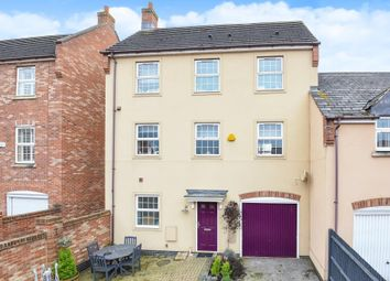 4 bed town house for sale in Fairford Leys, Aylesbury HP19