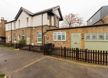 Thumbnail 4 bed detached bungalow to rent in Glenfield Road, London