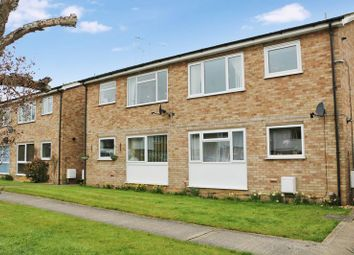 Thumbnail 2 bedroom flat to rent in Cromwell Avenue, Thame, Oxfordshire