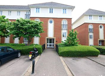 Thumbnail 2 bed flat to rent in Walsingham Close, Hatfield, Hertfordshire