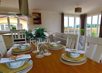 Little Meadow, Woodside Home Park, Luton, Bedfordshire LU1. 2 bed detached bungalow
