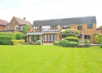 Thumbnail 5 bed detached house to rent in Edgwarebury Lane, Edgware