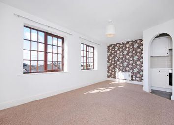 3 bed flat for sale in Comer Crescent, Southall UB2