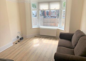 3 bed maisonette to rent in Worbeck Road, Penge, London SE20
