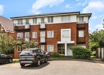 Thumbnail 2 bed flat to rent in Cedars Road, Maidenhead