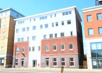 Thumbnail 1 bed flat to rent in Slough High Street, Slough