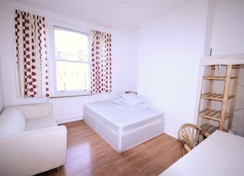3 bed flat to rent in Somerfield Road, Finsbury Park N4