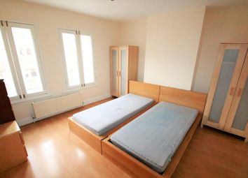 Thumbnail 3 bedroom flat to rent in South End, South Croydon