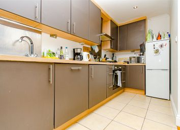 2 bed flat to rent in Buckland Rise, Maidstone, Kent ME16