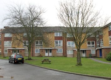 2 bed maisonette to rent in Basinghall Gardens, Sutton SM2