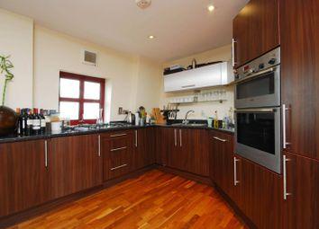 Thumbnail 2 bed flat to rent in Quaker Street, Spitalfields