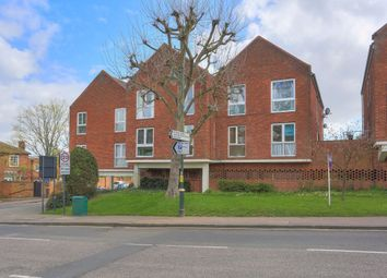 2 bed flat to rent in High Street, Wheathampstead, Hertfordshire AL4