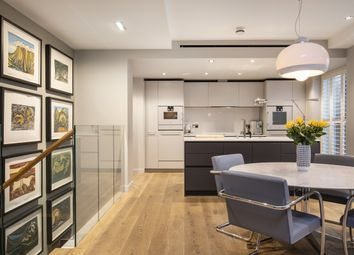 Essex Street, London WC2R. 3 bed flat for sale