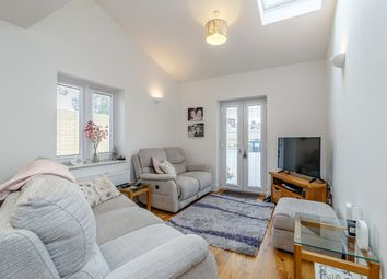 Thumbnail 2 bed flat to rent in 2 Cheshunt Road, Belvedere