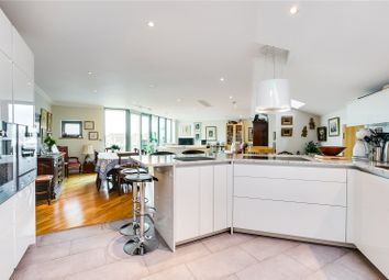 Tallow Road, Brentford, Middlesex TW8. 3 bed flat for sale