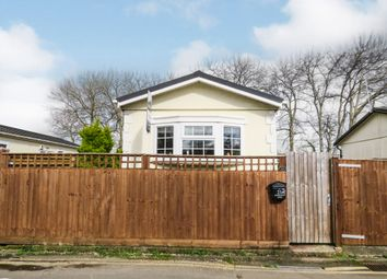 Thumbnail 2 bed mobile/park home for sale in Lyndene Road, Didcot