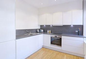 Thumbnail 3 bed flat to rent in Ravenscourt, London