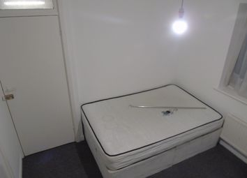 Thumbnail 3 bed flat to rent in Lyndale, Cricklewood