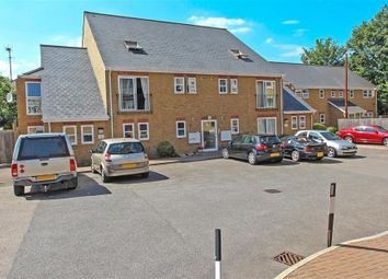 Thumbnail 2 bed flat to rent in Wrotham Road, Gravesend