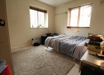Thumbnail 4 bed flat to rent in Highbury New Park, Islington