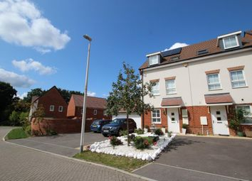 3 bed end terrace house for sale in Planner Walk, Wokingham RG40