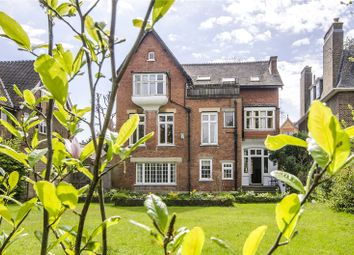 Thumbnail 3 bed flat for sale in Lauriston Road, London