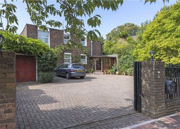 Thumbnail 5 bedroom detached house for sale in Bowling Green Close, Putney