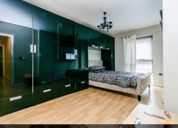 2 bed flat for sale in Point Pleasant, London SW18
