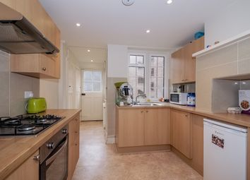 South Street, Epsom KT18. 2 bed flat to rent