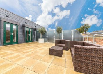 Thumbnail 2 bed property for sale in 2 Crescent House, Crescent Lane, Clapham