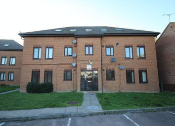 Thumbnail 2 bedroom flat to rent in Cavalier Close, Luton