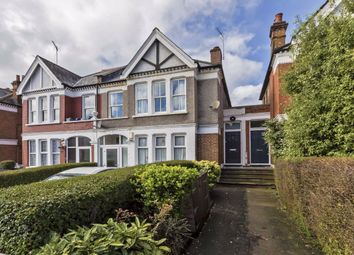 3 bed flat to rent in Valley Road, London SW16