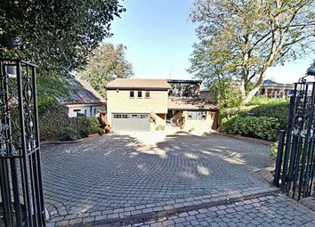 Barnet Lane, Elstree, Hertfordshire WD6. 5 bed detached house