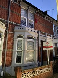 Room to rent in Frensham Road, Southsea PO4
