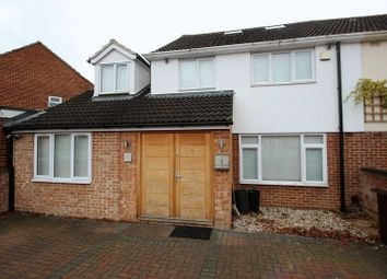 Thumbnail Room to rent in Laburnum Crescent, Kidlington