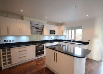 Thumbnail 5 bedroom terraced house to rent in Symeon Place, Caversham, Reading