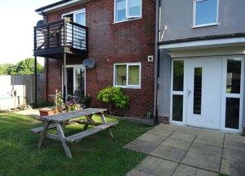 Thumbnail 2 bedroom flat for sale in Gilroyroad, Hemel Hempstead, Herts