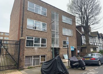 2 bed flat to rent in York Avenue, Hove BN3