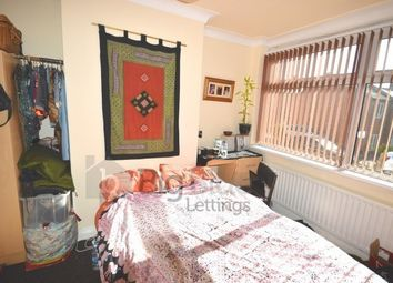Thumbnail 3 bed town house to rent in 20 Chestnut Grove, Hyde Park, Three Bed, Leeds