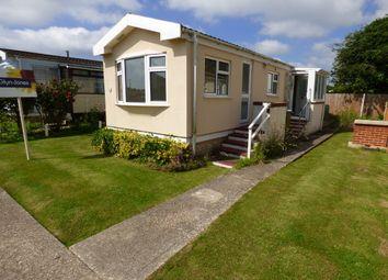 Thumbnail Mobile/park home for sale in Kingsmead, Thornlea Park, Wick, Littlehampton