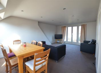 Room to rent in Thornton Road, London SW12