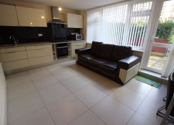 Room to rent in New Place Square, London SE16