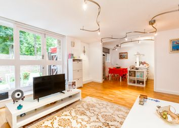 Thumbnail 3 bed flat to rent in Cloysters Green, St Katharine Docks, London