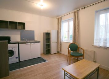 Thumbnail 1 bed flat to rent in Norwich Crescent, Romford