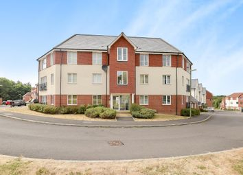 Thumbnail 2 bed flat for sale in Bishops Green, Berkshire