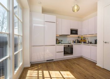 Thumbnail 1 bed flat to rent in Jeffreys Road, Clapham North