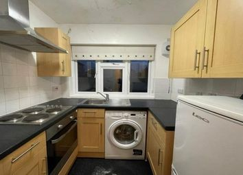 2 bed flat to rent in Tomswood Hill, Ilford IG6